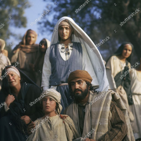 (l-r) Unknown boy, Olivia Hussey as Mary, the mother of Jesus, Yorgo Voyagis as Joseph