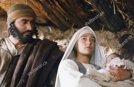 (l-r) Yorgo Voyagis as Joseph, Olivia Hussey as Mary, the mother of Jesus, unknown as baby Jesus