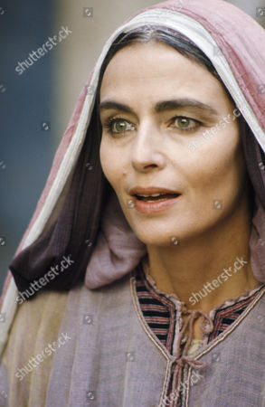 Stock Photo of Marina Berti as Elizabeth