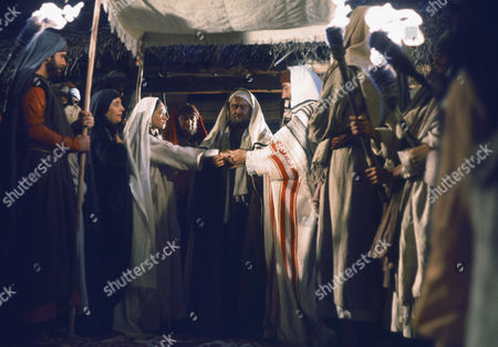 (l-r) Regina Bianchi as Saint Anne, Olivia Hussey as Mary, the mother of Jesus, Cyril Cusack as Yehuda, Yorgo Voyagis as Joseph