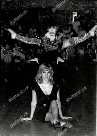 Pye Disco Kidd Championship At The Hammersmith Palais. Samantha Fox With The Under 12 Years Disco Champion Casey Lee Jolleys From Bolton Lancashire.