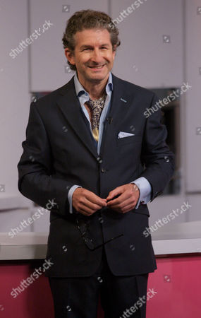 Editorial picture of 'Lorraine Live' TV Programme, London, Britain - 25 Aug 2011