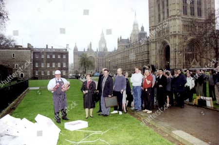 Demonstrations And Protests 1996 Meat Exporter Martin Richardson Protests Outside Parliament At Lack Of Government Help