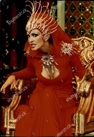 Comedienne Marti Caine As The Red Queen In Panto 'snow White And The Seven Dwarfs'.