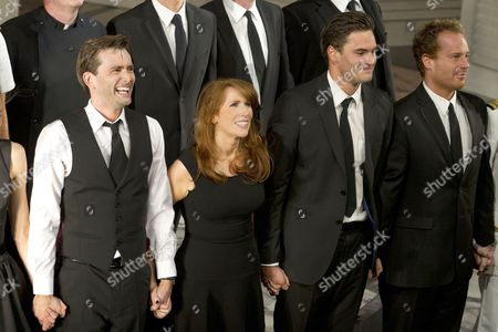 David Tennant (Benedick), Catherine Tate (Beatrice), Leo Staar (Messenger) and Adam James (Don Pedro)