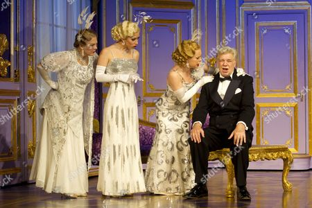 Gay Soper (Ladies of the Opera Guild), Michelle Bishop (Ladies of the Opera Guild), Jane Quinn (Ladies of the Opera Guild) and Matthew Kelly (Henry Saunders)