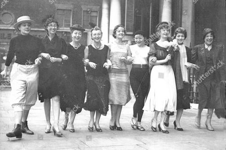 Stars To Appear In A Christmas Ball At The Grosvenor House In Aid Of The National Spastics Society L-r Hy Hazell Vera Lynn Thora Hird Avril Angers Maudie Edwards Dora Bryan Ursula Jeans And Diana Churchill