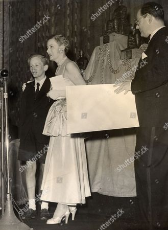 John Howard Davies Actor Who Died 22/8/2011 With Irene Dunne Receiving His Bafta Award At The Leicester Square Theatre