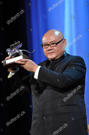 Shangjun Cai with the Silver Lion Award