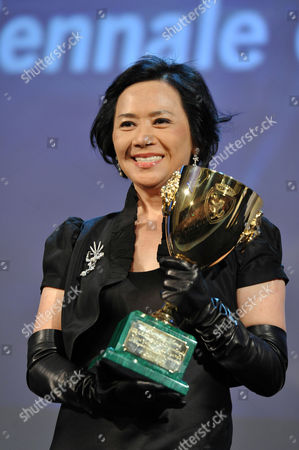 Stock Picture of Deannie Yip with Best Actress Award