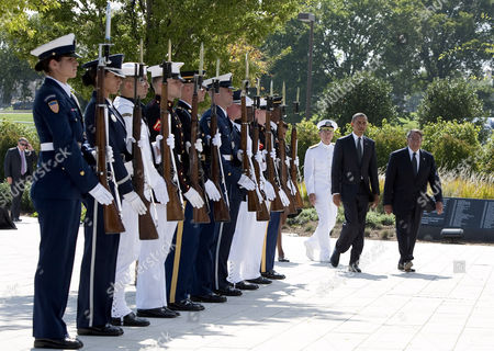 Chairman of the Joint Chiefs of Staff Michael Mullen, United States President Barack Obama and U.S. Secretary of Defense Leon Panetta
