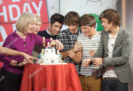 Sue Jameson with One Direction - Niall Horan, Zayn Malik, Liam Payne, Louis Tomlinson and Harry Styles