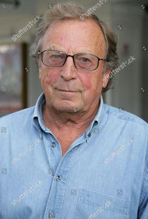 Ken Farrington as General Waverley
