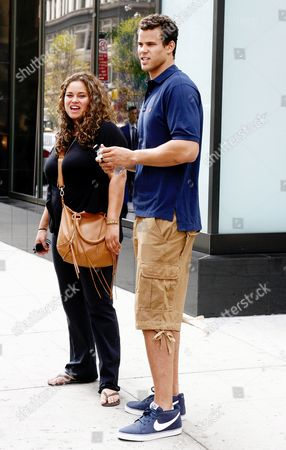 「Kris Humphries and sister out and about in New York, America - 14 Sep 2011」のエディトリアルフォト