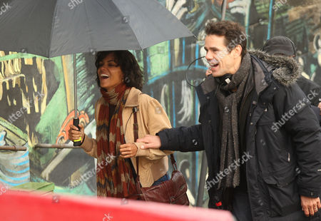 Stock Picture of Halle Berry with director Tom Twyker