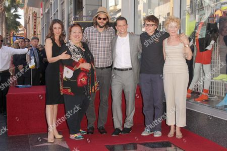 Marin Hinkle, Conchata Ferrell, Ashton Kutcher, Jon Cryer, Angus T. Jones and Holland Taylor