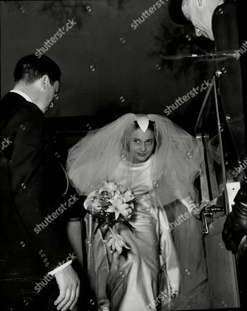 Editorial photo of Miss Joanna Smith-bingham Marries Mr Christopher Loyd Of Lockinge Berkshire.