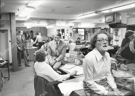 Itn Returns Today: Scene Of Activity In The Wells Street London Hq This Afternoon. Newsreader Leonard Parkin Sitting On The Desk.
