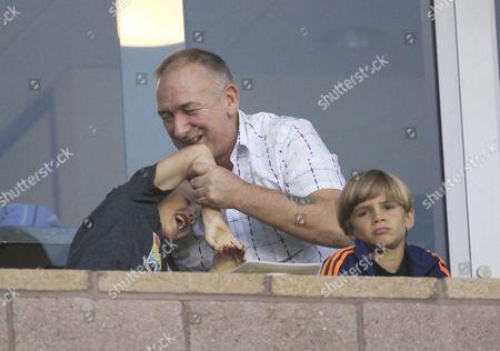 Cruz Beckham arm wrestles his granddad Ted Beckham