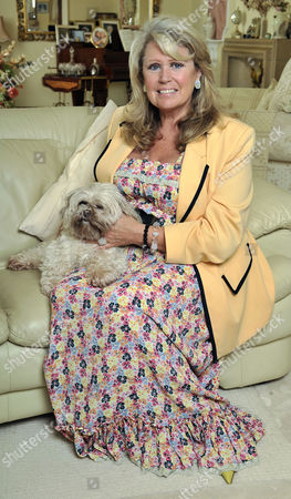 Tracy Dawson Widow Of Comedian Les Dawson With Her Shitzu Dog 'lucy' At Their Home In Lytham St. Annes Lancs.