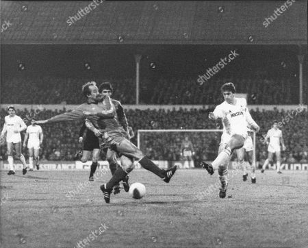 Football Eufa Cup Game 1984 / 1985 ... Spurs Vs Real Madrid .. Shows: Mark Falco Tries Shooting Through Real Madrid Defence.