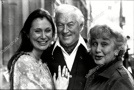 John Mccallum With Wife Googie Withers And Daughter Joanna Mccallum Actress