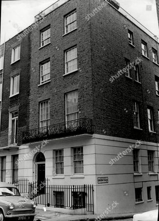 Brian Epstein's House In Chapel Street London. Brian Samuel Epstein (19 September 1934 A 27 August 1967) Was An English Music Entrepreneur And Is Best Known For Being The Manager Of The Beatles Up Until His Death. He Also Managed Several Other Musical Artists Such As Gerry & The Pacemakers Billy J. Kramer And The Dakotas Cilla Black The Remo Four & The Cyrkle. His Management Company Was Named Nems Enterprises After His Family's Music Stores Also Called Nems (north End Music Stores).