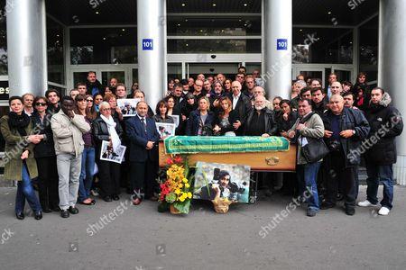 Sipa staff with the coffin of Goksin Sipahioglu