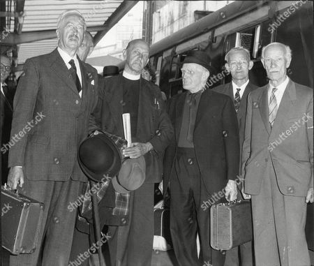 Stock Image of Vc's Go To France Order Not Known : Col Archie White Rev Arthur Proctor Lt Col Tom Adlam Theodore Veale James Hutchinson And Robert Ryder All Victoria Cross Winners At Victoria Railway Station On Their Way To France