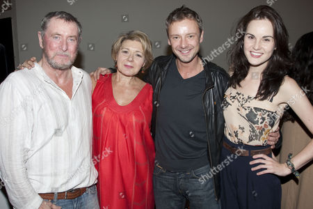 John Nettles (Claudius/Ghost), Barbara Flynn (Gertrude), John Simm (Hamlet) and Michelle Dockery (Ophelia)