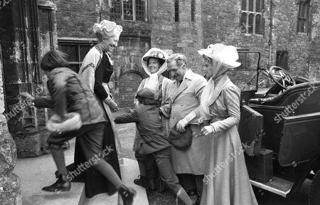 Flora Robson as Mrs Umney greeting the Otis family, Audra Linley as Mrs Otis, James Whitmore as Hyram B. Otis, Lynne Frederick as Virginia Otos and the two boys