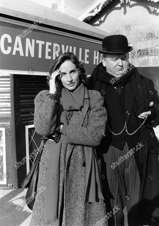 Andrea Marcovicci as Lucy Canteville and Harold Innocent as Hummle Umney