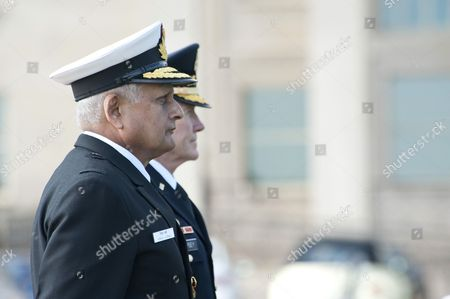 Indian Chairman of the Chiefs of Staff Committee, Admiral Nirmal Verma and General Martin Dempsey, Chairman of the US Joint Chiefs of Staff (JCS)