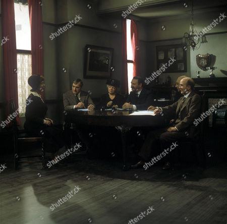 Sarah Burton (Dorothy Tutin), Robert Crane (Nigel Davenport), Ald Mrs Beddows (Hermione Baddeley),  Tom Sawdon (Bernard Kay).