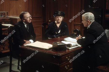 Michael Bilton as Jim Beddows and Hermione Baddeley as Mrs Beddows