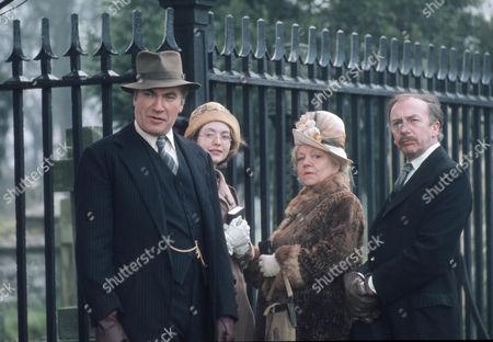Nigel Davenport as Robert Carne, Judi Bowker as Midge Carne, Hermione Baddeley as Mrs Beddows and Michael Bilton as Jim Beddows