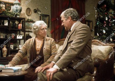 Hermione Baddeley as Mrs Beddows and Nigel Davenport as Robert Carne