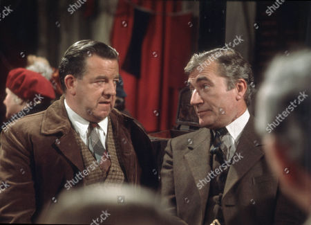 John Comer as Bill Heyer and Nigel Davenport as Robert Carne