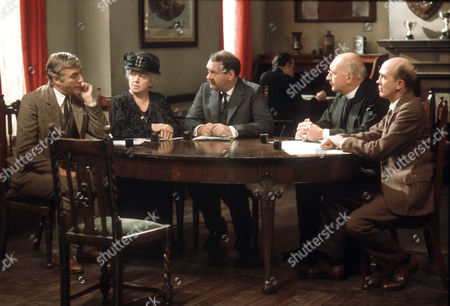 Nigel Davenport as Robert Carne, Hermione Baddeley as Mrs Beddows, Norman Scace as Rev. Millward Peckover and