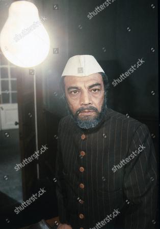 Zia Mohyeddin as Mohammed Ali Mak Kasim