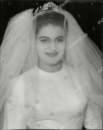 Daphne Fairbanks Daughter Of Actor Douglas Fairbanks Jnr. Leaving Home For Her Wedding To David Weston.