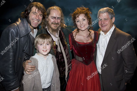 Steven Hartley (Bill Sykes), Gwion Wyn Jones (Oliver), Griff Rhys Jones (Fagin), Kerry Ellis (Nancy) and Cameron Mackintosh (Producer) backstage