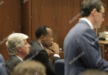 Dr. Conrad Murray (C) with defence attorneys J Michael Flanagan and Edward Chernoff