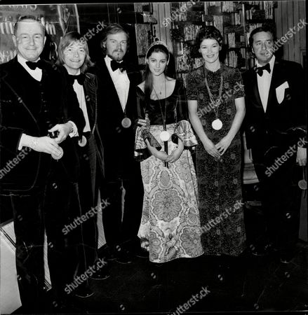 Evening News British Film Awards 1973; (l-r) Ned Sherrin Simon Ward Keith Michell Lynne Frederick Glenda Jackson And Robert Bolt.