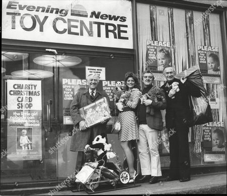 Pantomime Stars Alan Guifford Trudi Van Doorn Bernard Cribbins And William Franklyn With Gifts For Evening News's Toy For A Sick Child Campaign 1974.