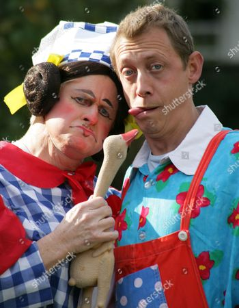 Stock Image of Chris Harris as Sarah The Cook and Jon Monie as Idle Jack