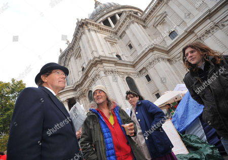 Maxwell Hutchinson in a bowler hat speaks to a group of 'Occupy London' protesters at St Paul's Cathedral