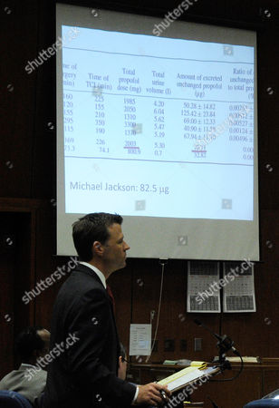 Deputy District Attorney David Walgren with slide projection of a propofol chart
