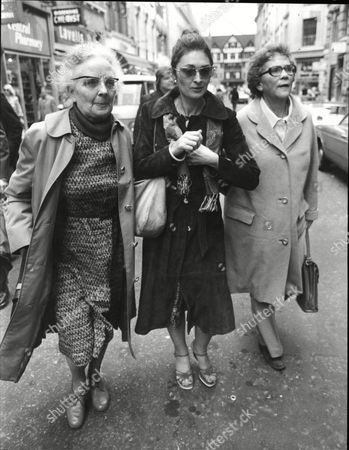 Jane Maurice Former Girlfriend Of Forger-painter Tom Keating Leaving Court With Her Aunt Margaret Beeston And Mother Mary Kelly 1978.
