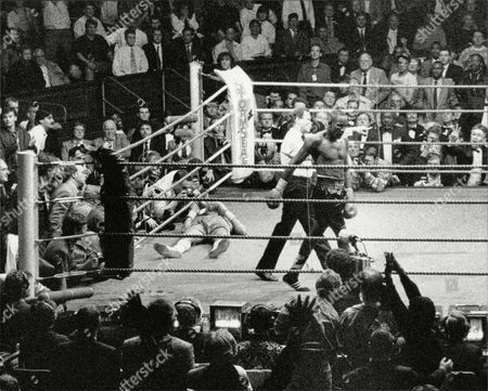 Boxing : Mike Mccallum (right) V Michael Watson (left) (mccallum Won Tko Round 11) Mike Mccallum Vs Michael Watson Middleweight Championship Of The World At The Royal Albert Hall